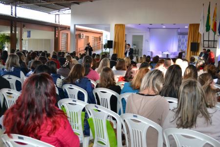 Vereadores participam de encontro das APAEs